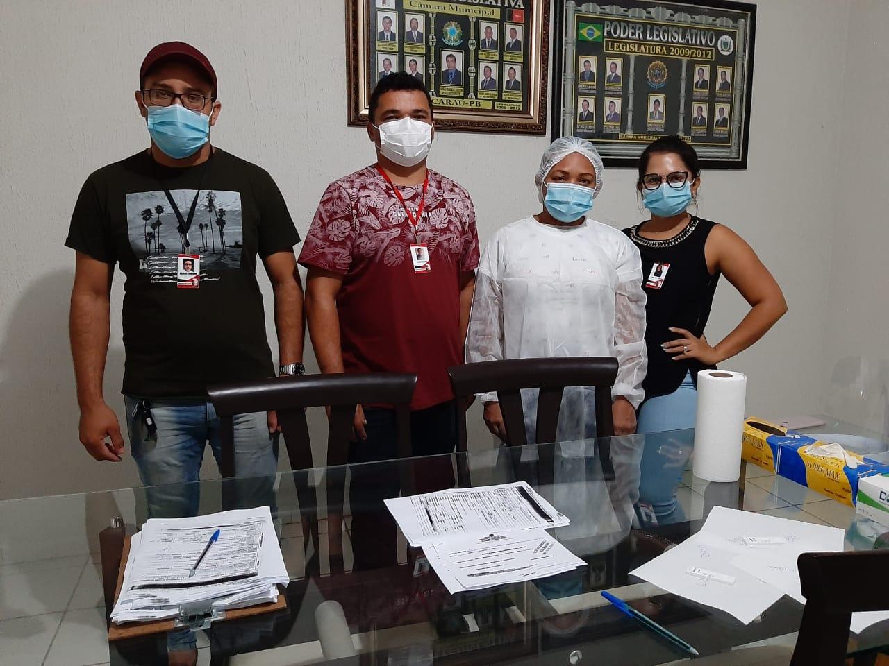 Vereadores e funcionários da Câmara Municipal de Jacaraú realizam teste de Covid-19.
