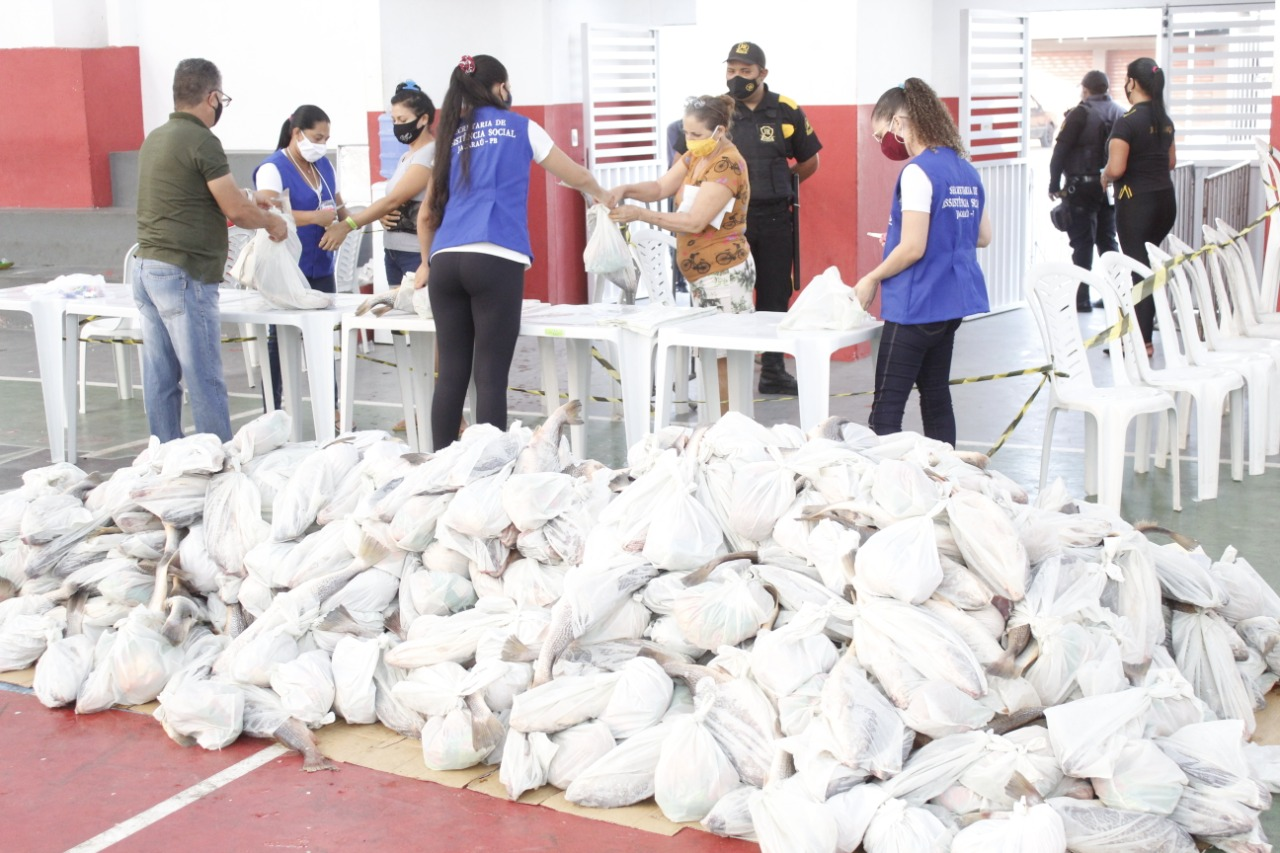 """Governo Municipal de Jacaraú faz entrega de 7 toneladas de peixes na """"Semana Santa''."""