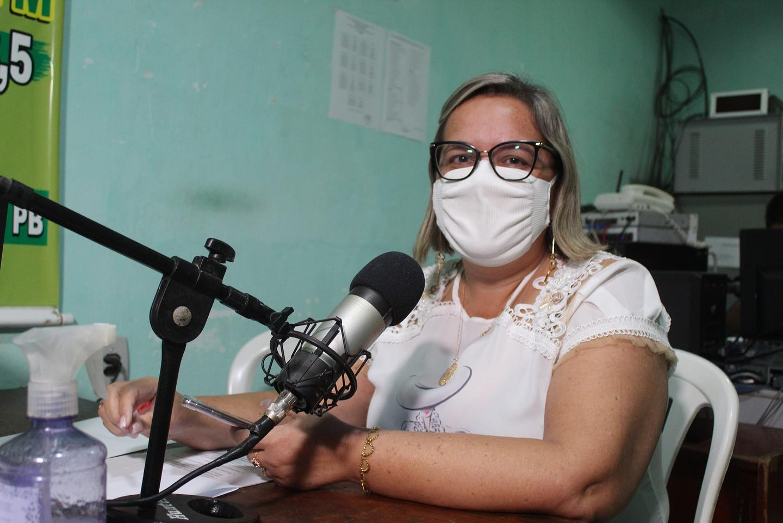 Secretária de Administração concede entrevistas nas rádios Talismã FM e Alvorada FM.