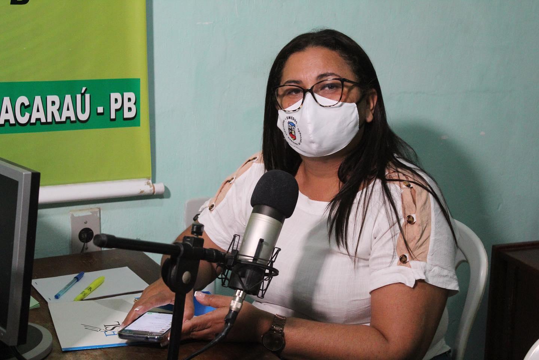 Secretária de Educação concede entrevistas nas rádios Talismã FM e Alvorada FM.