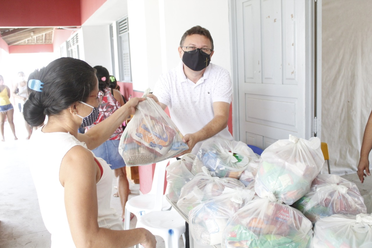 Governo Municipal realiza entrega de Kits de Alimentos para famílias da Rede Municipal de Ensino.