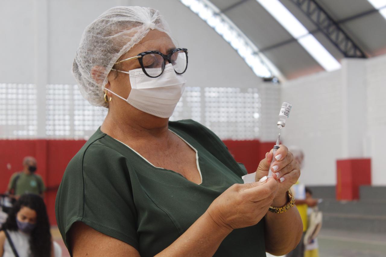 Vacinação contra a Covid-19 para professores inicia nesta segunda (07).