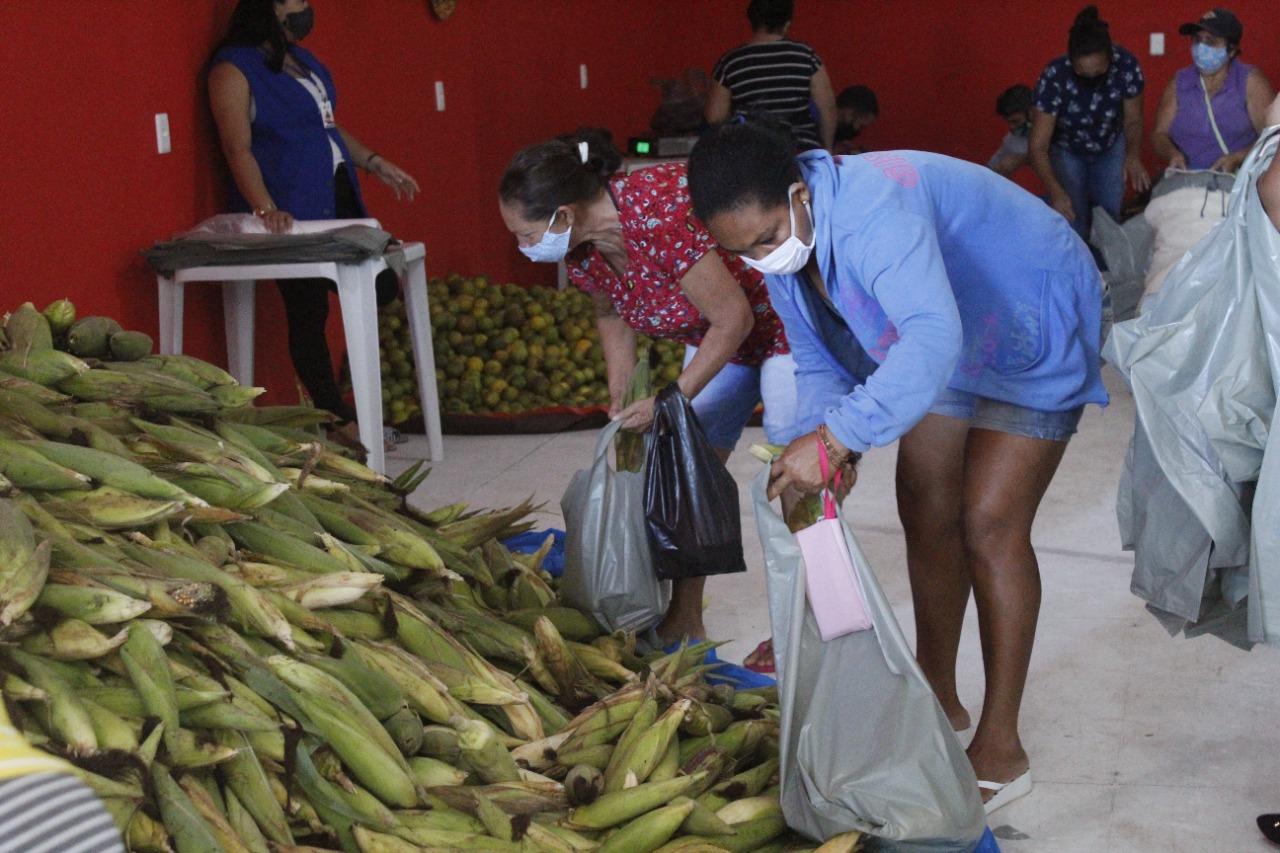 Governo Municipal entrega 7 toneladas de alimentos do PAA.