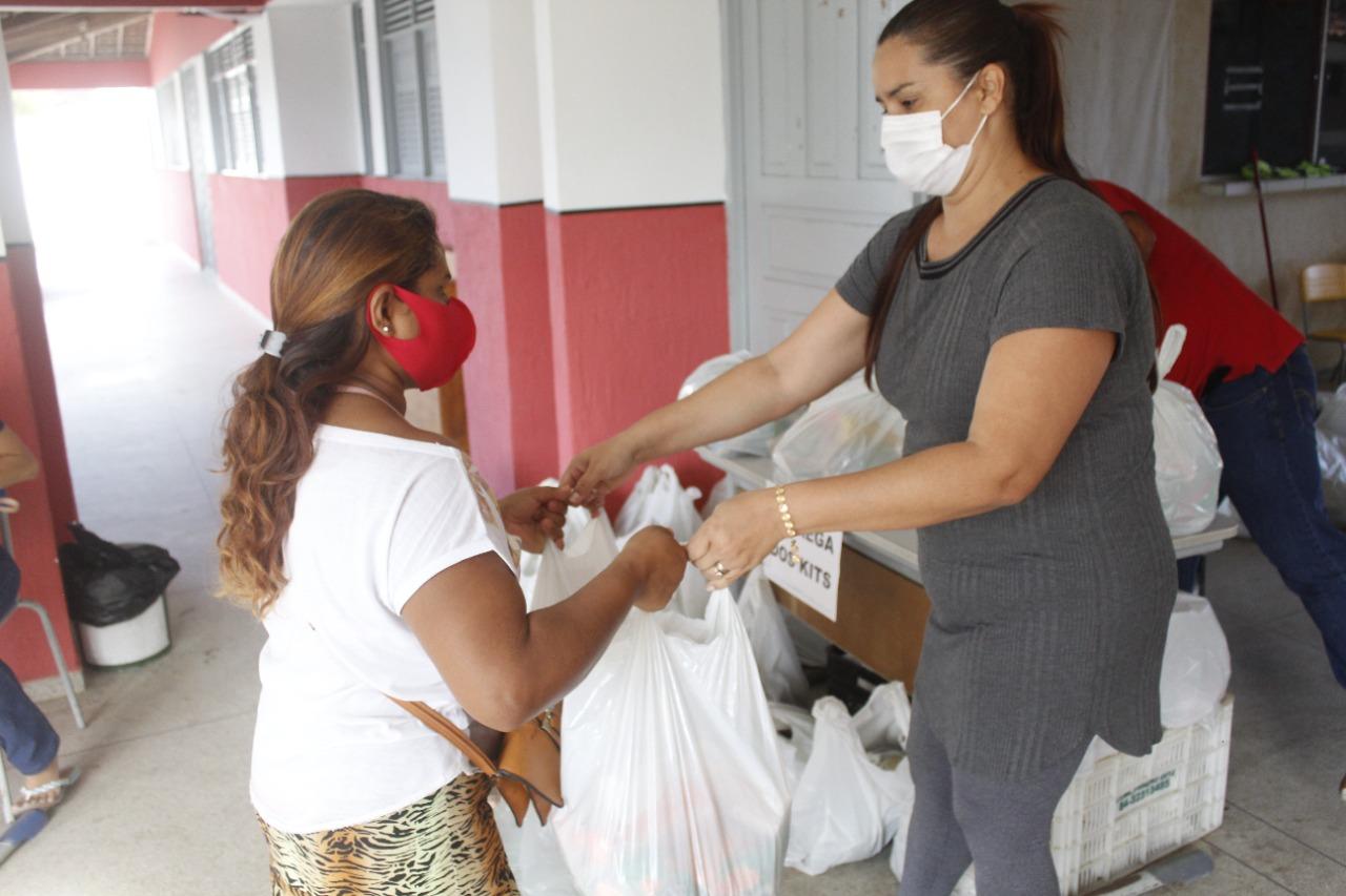 Governo Municipal de Jacaraú entrega 30 toneladas de alimentos em kits de alimentação.