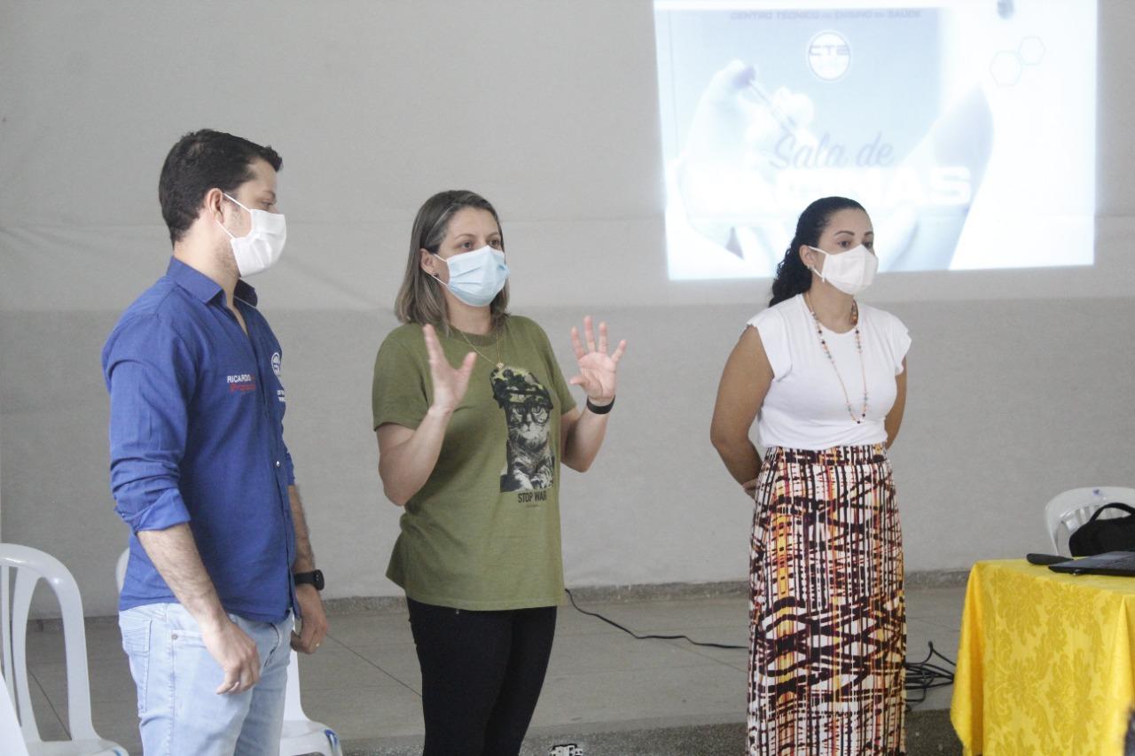 Secretaria de saúde de Jacaraú realiza capacitação para enfermeiras e técnicas de enfermagem para sala de vacina.