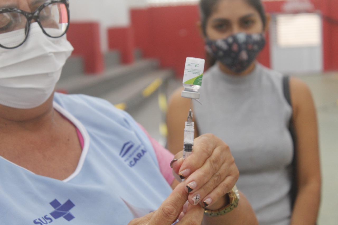 Jacaraú vacina pessoas com 25 anos ou mais contra a Covid-19.