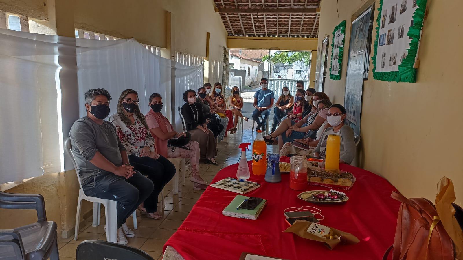 Secretária de Assistência Social participa de reunião do CREAS.