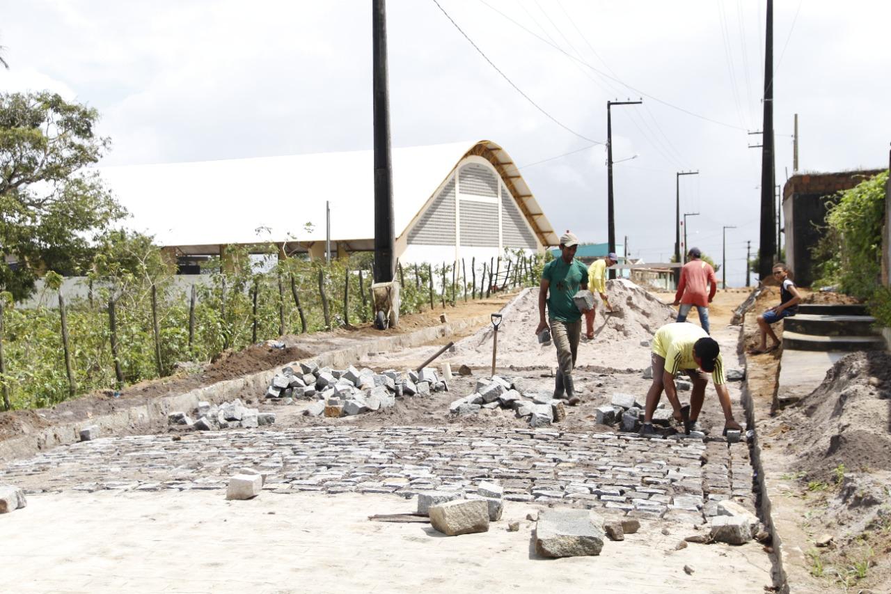 Governo Municipal de Jacaraú inicia obra de pavimentação em Jacaraú.