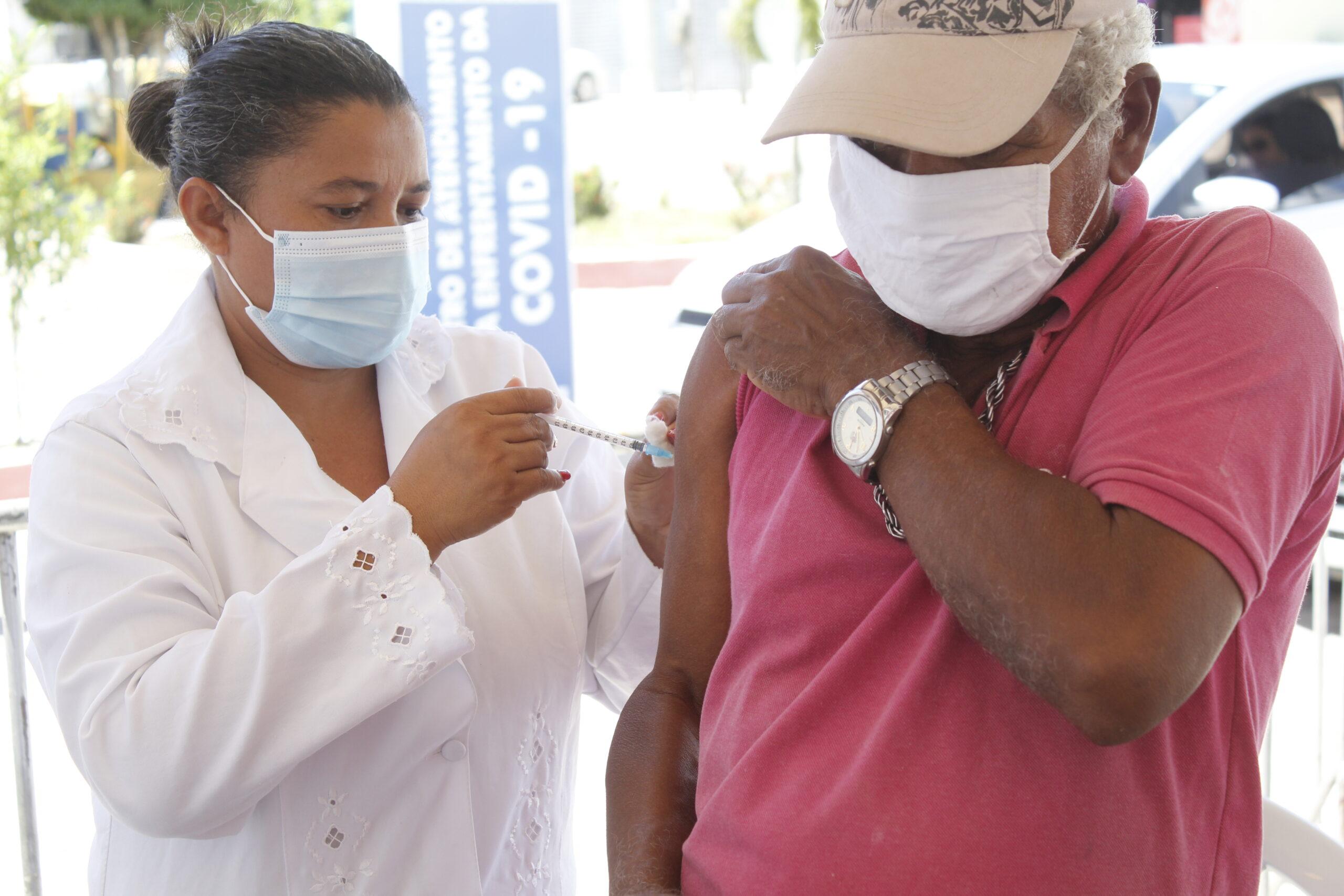 Governo municipal de Jacaraú inicia dose de reforço para idosos com 70 anos ou mais e imunossuprimidos
