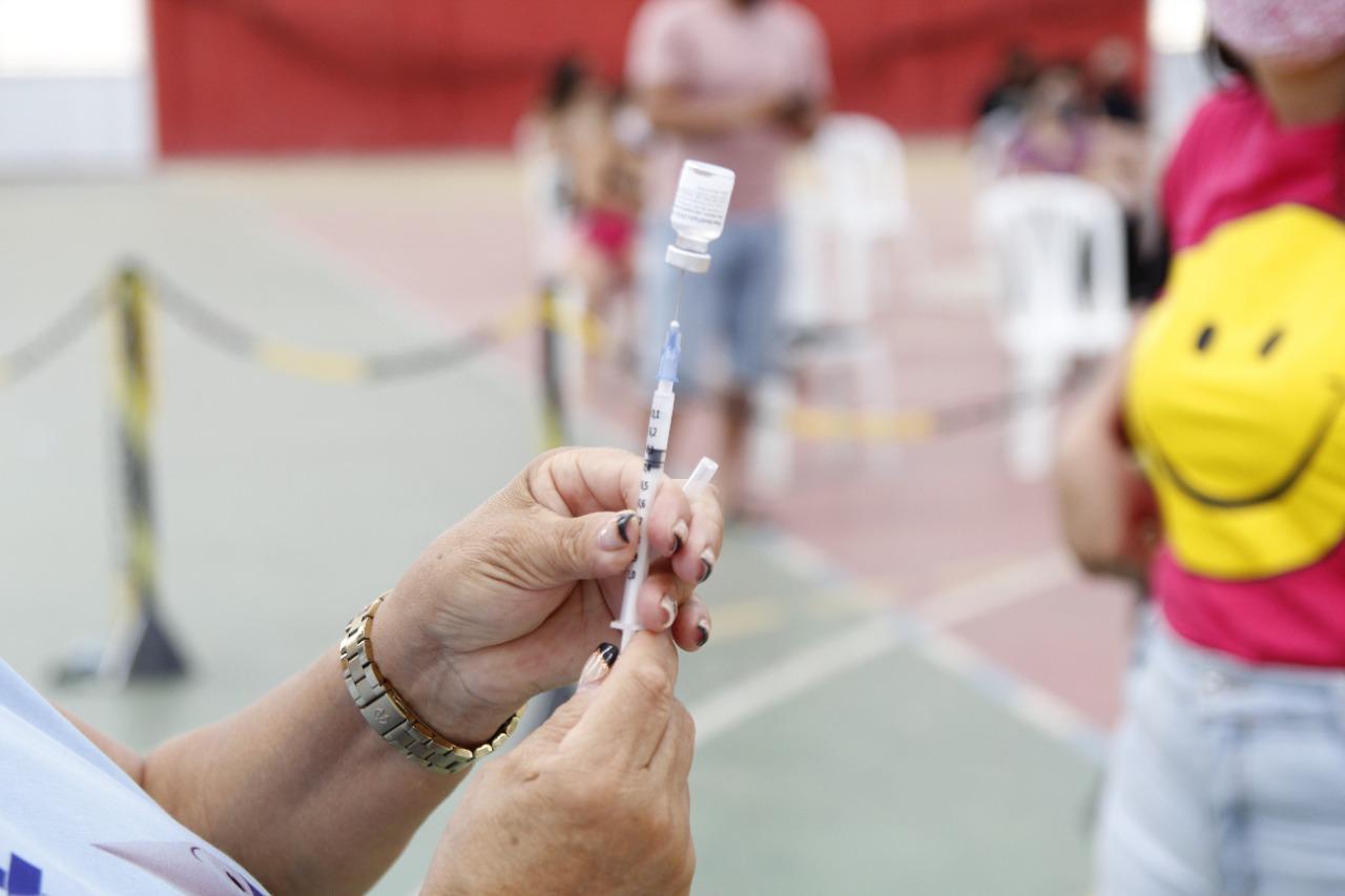Vacinação aberta para público de 12 e 17 anos com comorbidades e deficiências permanentes.