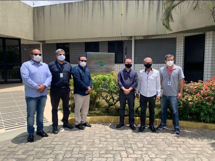 Prefeito de Jacaraú fecha convênio com a EMBRAPA para fortalecimento da cajucultura no município.
