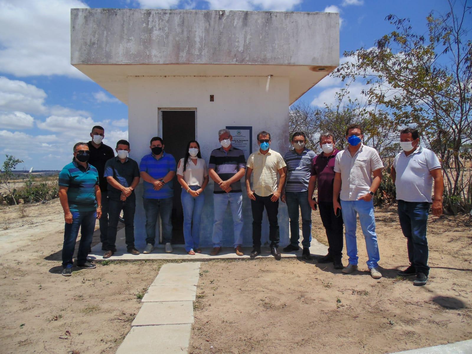 Secretaria de infraestrutura de Jacaraú visita estação de tratamento de esgoto para ser implementada no município.