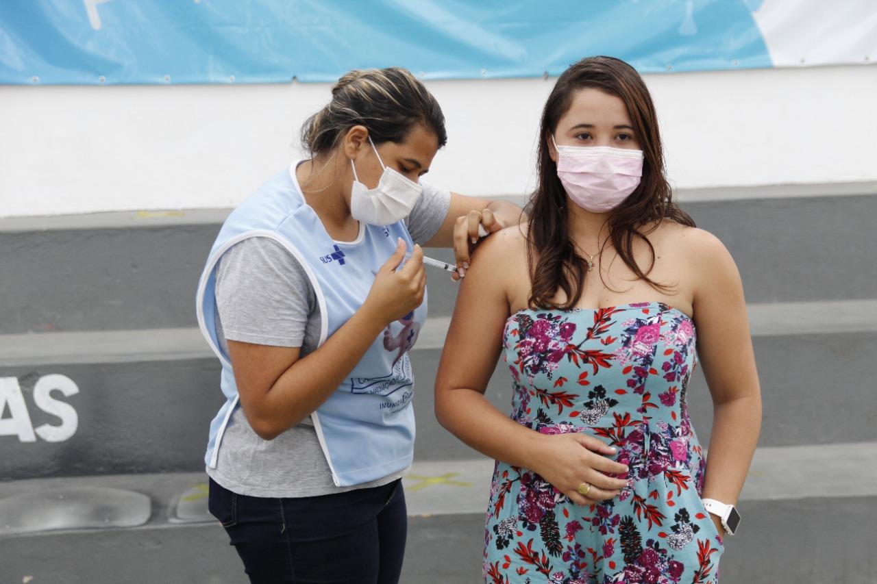 Vacinação contra a Covid-19 aberta para adolescentes de 12+ a partir de segunda-feira (25).